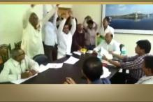 Protesters Do 'Nagin' Dance Before PWD Officials Over Road Project Delay