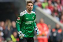 Champions Leicester Set to Sign Hanover Keeper Ron-Robert Zieler