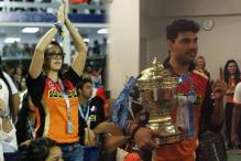 Yuvraj's fiancee Hazel Keech Joins Sunrisers' IPL-9 Title Celebrations
