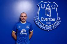 Everton Extend Midfielder Gibson's Contract