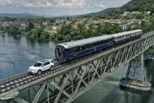 Range Rover Discovery Sport Pulls a 100 Tonne Train