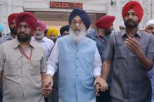 Congress Leaders Spend Night Protesting Outside CM Badal's Residence