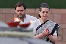 Sonia, Rahul Pay Floral Tribute to Indira Gandhi