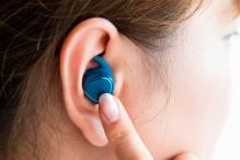 Gear IconX: Samsung Unveils Wireless Earbuds