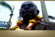 DG Vanzara Offers Garland of Pen, Toy Gun to Sardar Patel