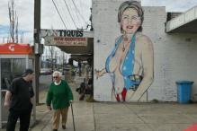 Swimsuit Mural of Hillary Creates a Stir in Australia