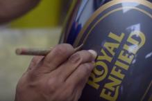 Here's How Pinstriping is Done on a Royal Enfield