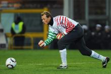 Liverpool Sign Veteran Goalkeeper Alex Manninger