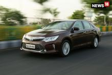 Toyota Camry Hybrid Interiors Reviewed in 360-Degree Video