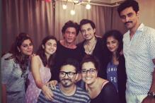 SRK, Alia Bhatt, Ali Zafar Pose With 'Dear Zindagi' Team
