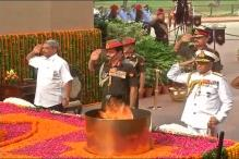 Parrikar Pays Tribute to Martyrs of 1999 Kargil War