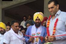 The Great Khali Extends Support For Aam Aadmi Party in Punjab