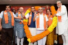 Vijay Rupani Meets Gujarat Governor to Stake Claim; Swearing-in on Sunday