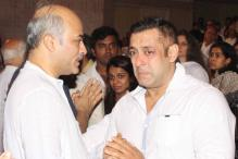Salman Khan Breaks Down At Rajjat Barjatya's Prayer Meet
