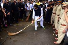 Big B, Devendra Fadnavis Pledge to Make Maharashtra Clean