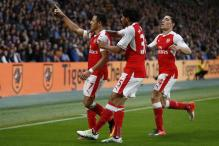 Arsenal Tame 10-man Hull; Slimani Double Takes Leicester to Easy Win