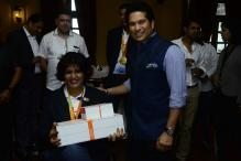 Sachin Tendulkar Presents Gifts to Paralympic Heroes