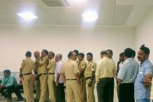 Axis Bank Starts Special Money Service For Cops Maintaining Order in Queues