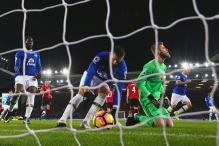Everton Hold Manchester United Thanks to Late Baines Penalty