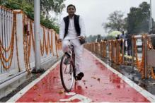 Countering PM's Storm Jibe, Akhilesh Says SP Knows How to Cycle Against Wind