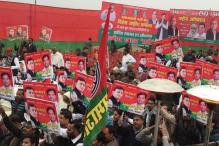 Akhilesh Supporters Lay Siege to Party HQ in Lucknow, Remove Shivpal's Nameplate