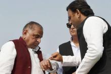 Akhilesh Meets Mulayam, Sends Reconciliation Signals