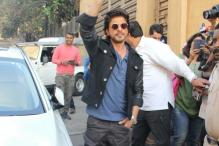One Dead in Stampede as Shah Rukh Khan Fans Mob Vadodara Station