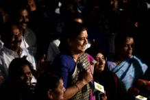 Sasikala Camps Overnight With MLAs at Luxury Resort; Morning Brings SC Verdict
