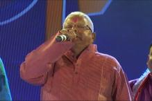 Lalu Extends Holi Wishes the Way Only He Can. Watch it Here