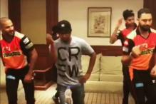 IPL 2017: Yuvraj, Dhawan and Nehra Work on Dancing Skills