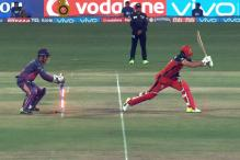 When MS Dhoni Showed AB de Villiers He is the Real Boss