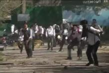 Students Clash With Police in Srinagar's Lal Chowk