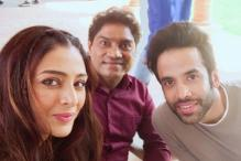Golmaal Again: Tabu Shares a Selfie With Tusshar Kapoor, Johnny Lever