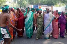 After Skulls and Rats, TN Farmers Use Saris to Demand Drought Relief