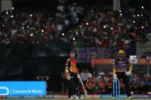 IPL 2017: David Warner Distracted by Flashlights at Eden Gardens