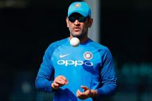 MS Dhoni Gives a Pep Talk Before CT Warm-Up Against NZ