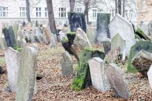Lazy Millennials Now Attending Funerals Online