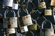 Paris 'Love Locks' Sale Raises Thousands For Refugees
