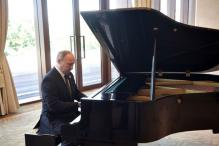 Putin Blames Off-key Piano For Hesitant Musical Rendition