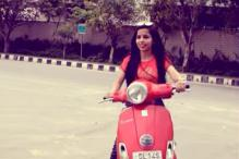 Dhinchak Pooja Did Not Wear a Helmet in 'Dillon Ka Shooter' Video and Delhi Traffic Police is Not Happy