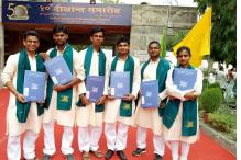 In a First, IIT-K Students Ditch 'British' Robes, Receive Degrees in Ethnic Indian Attire