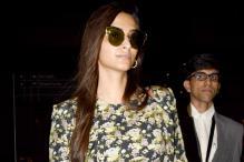 Sonam Kapoor Flaunts Her Perfectly Toned Midrib In A Crop Top At Mumbai Airport