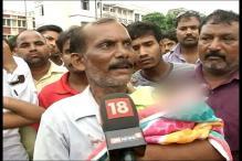 Denied Ambulance, Gorakhpur Victim's Father Told to 'Take Body in Tempo'