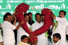 AIADMK LIVE: I-T Dept Raids Properties of Pro-Dinakaran MLA in TN's Karur
