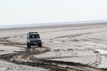 BSF Apprehends Two Pakistani Nationals, Three Boats Off Gujarat Coast