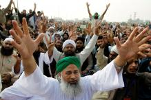 Pakistan Blocks Off Roads Into Capital as Blasphemy Law Supporters Stage Sit-in