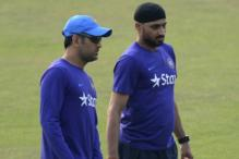 Dhoni is Street-smart and Thinks Ahead of the Game: Harbhajan