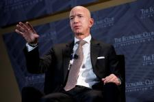 US Lawmakers Seek Answers from Jeff Bezos on How Amazon Plans to Remove Fake Reviews