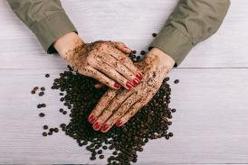 Try This Coffee Exfoliating Scrub and Mask for a Glowing Winter Skin!
