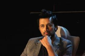 Atif Aslam Stops Concert Mid-Way to Rescue a Girl From Being Eve-Teased